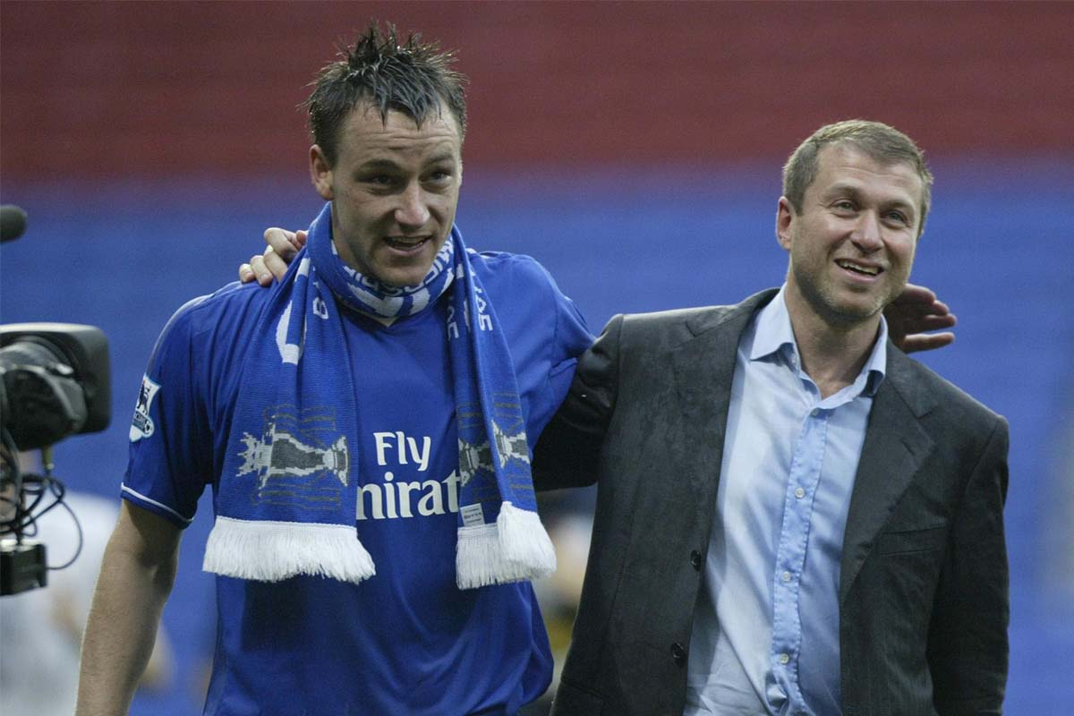 John Terry (L) and Roman Abramovich celebrate winning the league