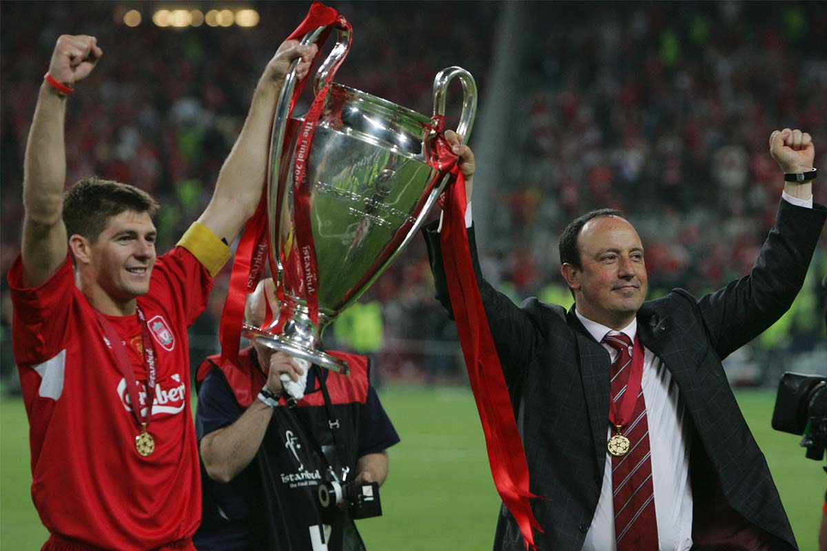 Gerrard lifts the Champions League trophy