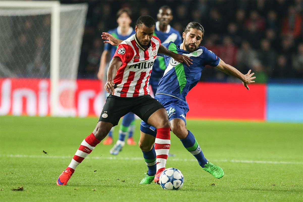 Ricardo Rodriguez battles with a PSV attacker