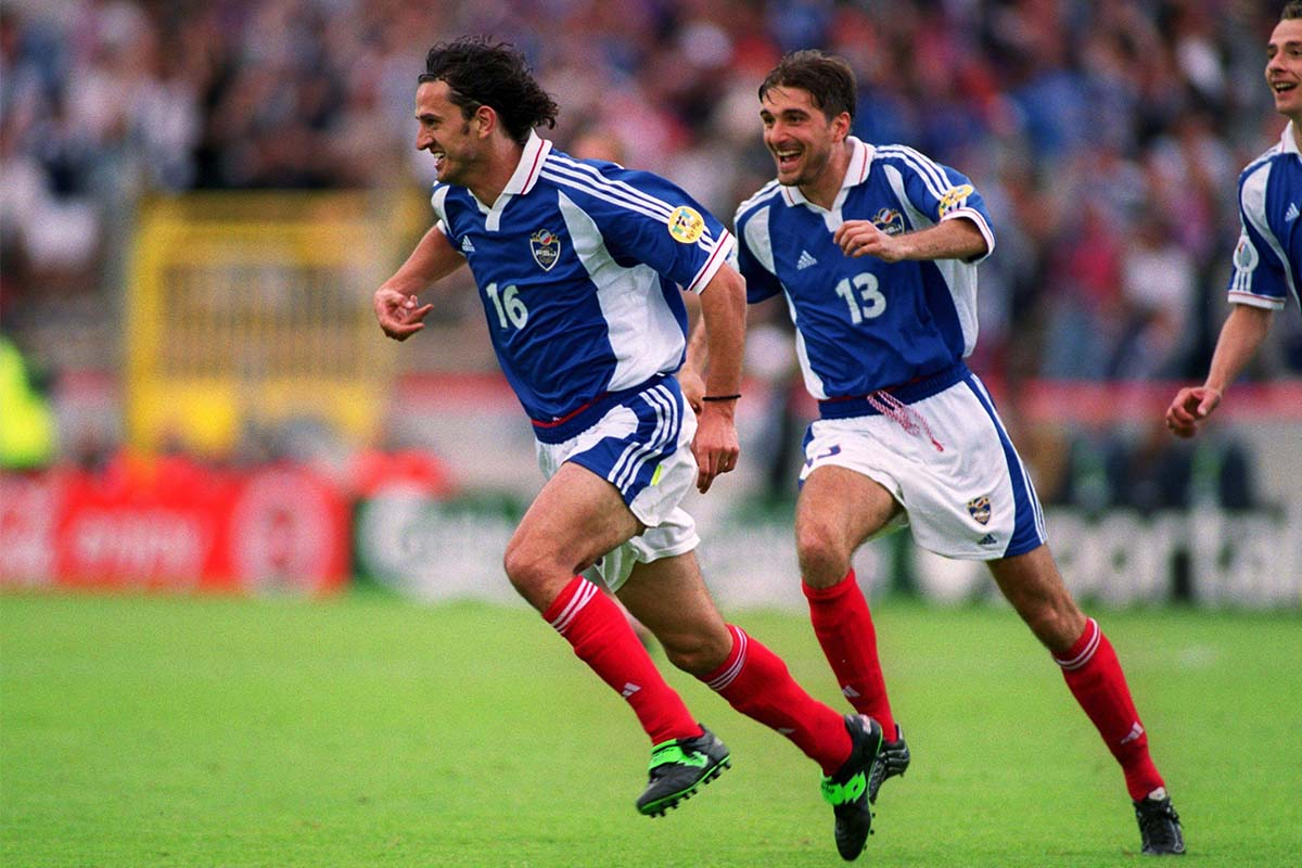 Yugoslavia celebrate goal against Spain