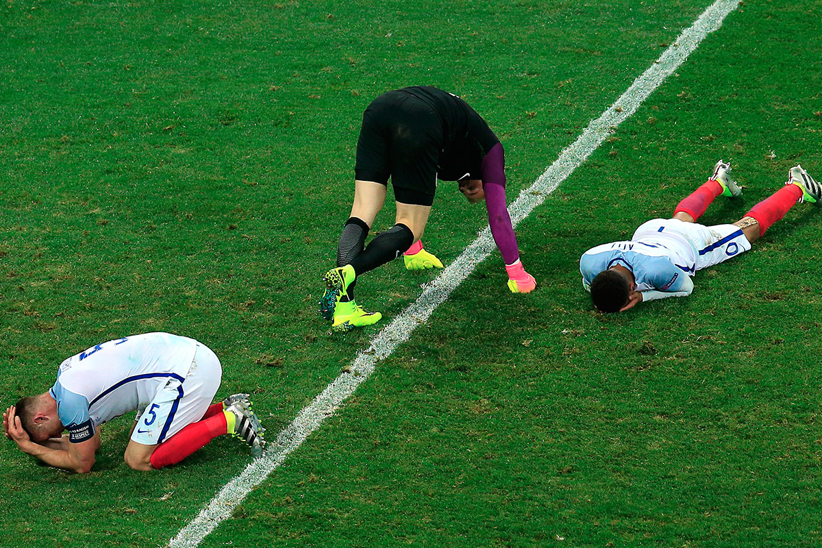 England players dejected