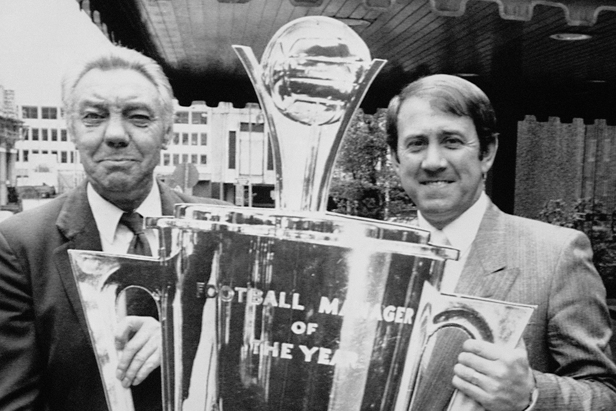 Howard Kendall is presented with the manager of the year award