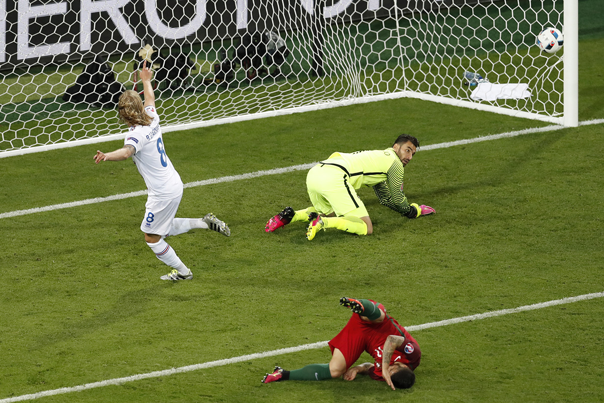 birkir bjarnason iceland v portugal euro 2016