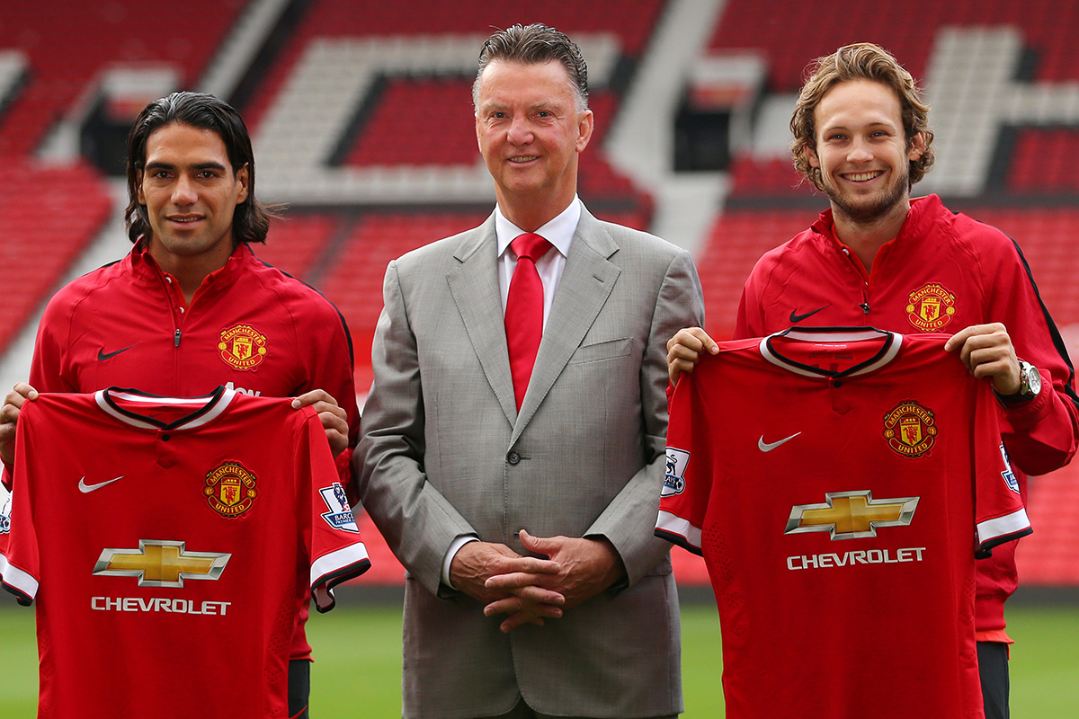 daley blind signs for manchester united