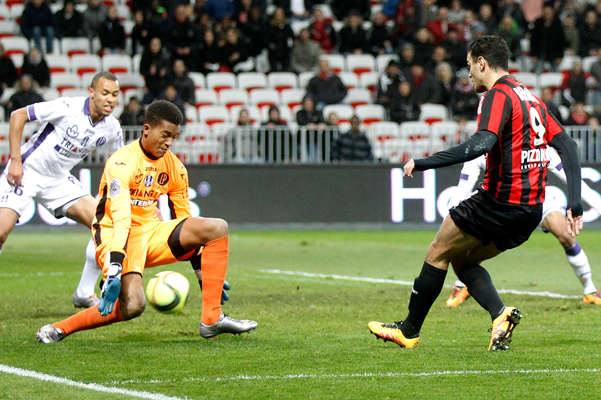 Alban Lafont nice v Toulouse