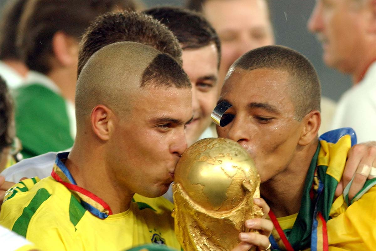 Gilberto Silva & Ronaldo win the 2002 World Cup
