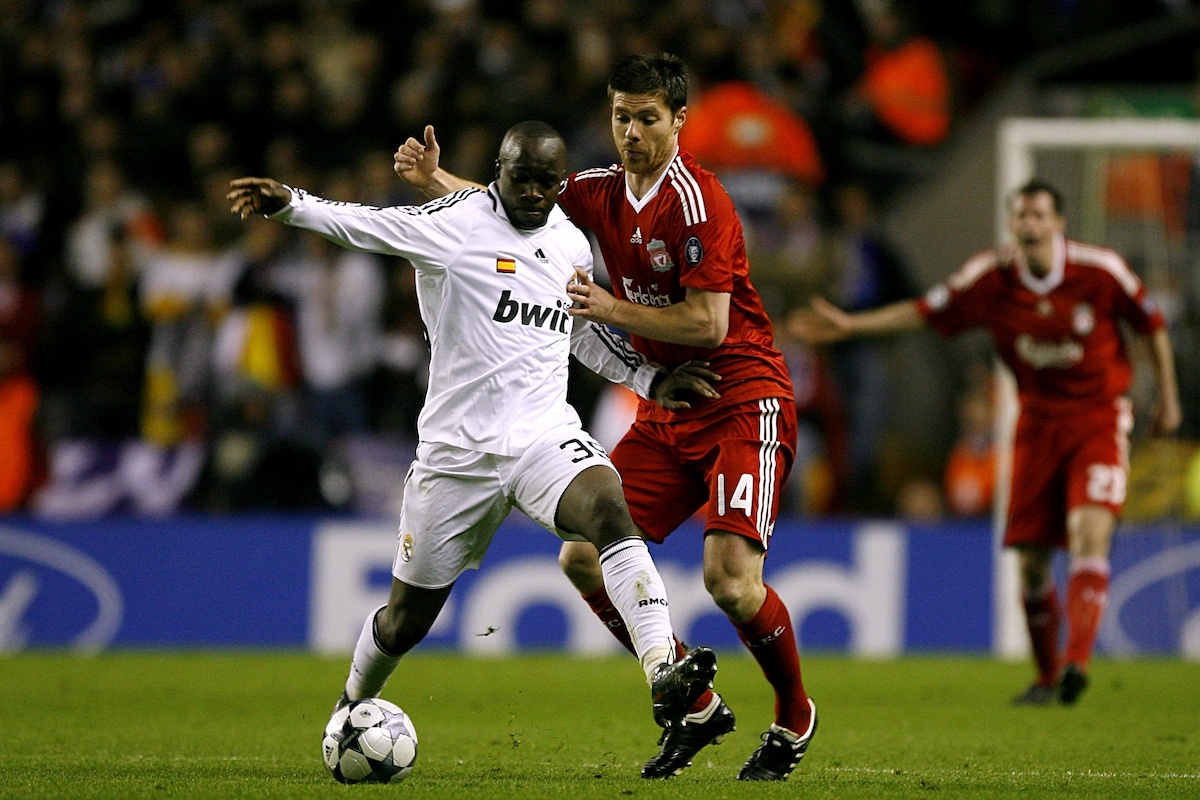 Lass Diarra battles Xabi Alonso in the Champions' League