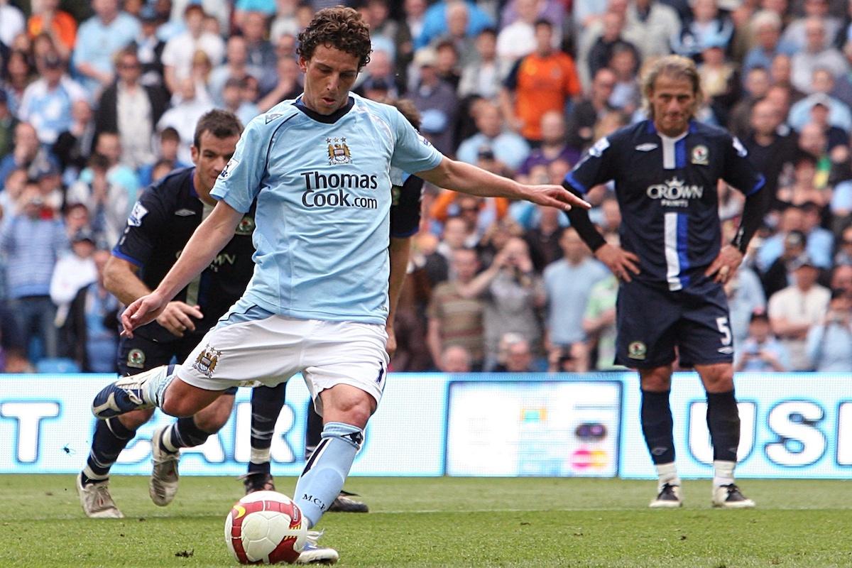 Manchester City's Blumer Elano scores their third goa