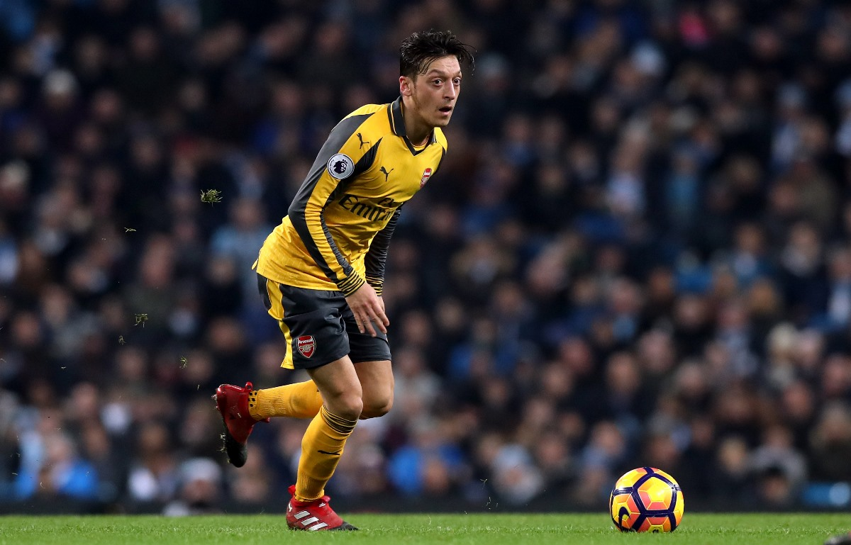 Mesut Ozil's new contract may hinge on whether Arsene Wenger stays at Arsenal