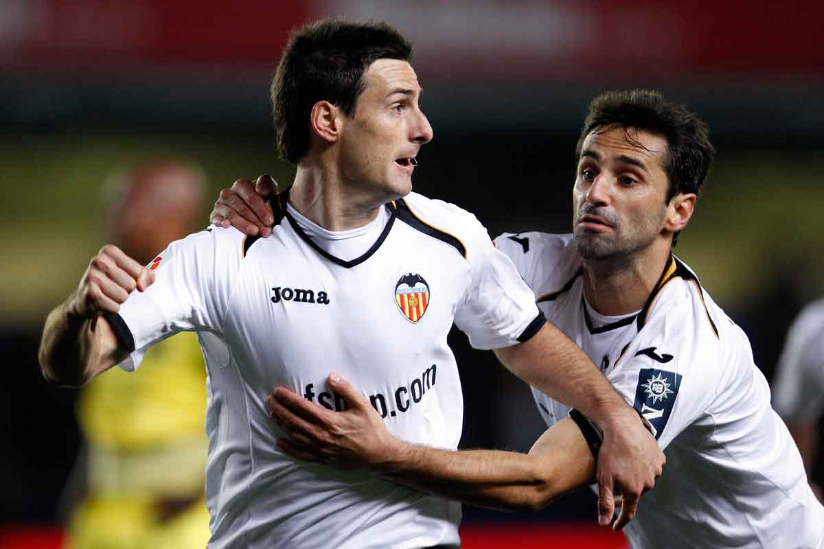 Valencia striker Aritz Aduriz scoring against Villarreal