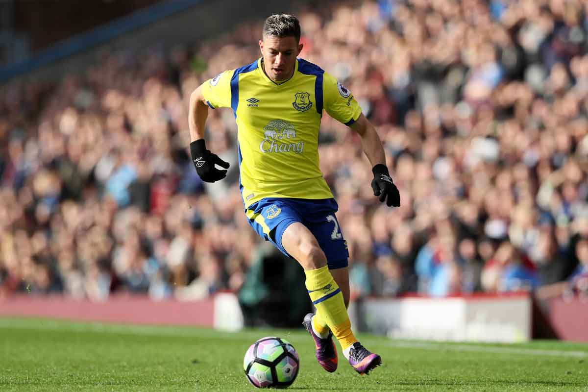 Bryan Oviedo, set for a Sunderland move
