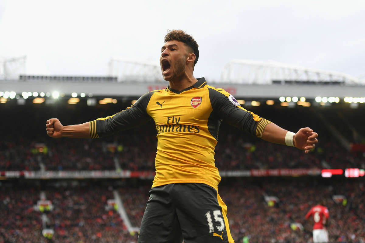Alex Oxlade-Chamberlain celebrates Arsenal's equaliser against Manchester United