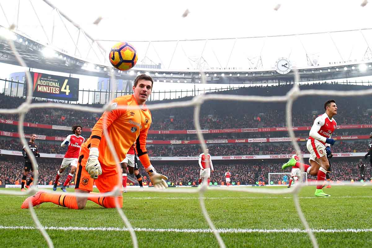 Hull goalkeeper Eldin Jakupovic looks on after Arsenal forward Alexis Sanchez scores