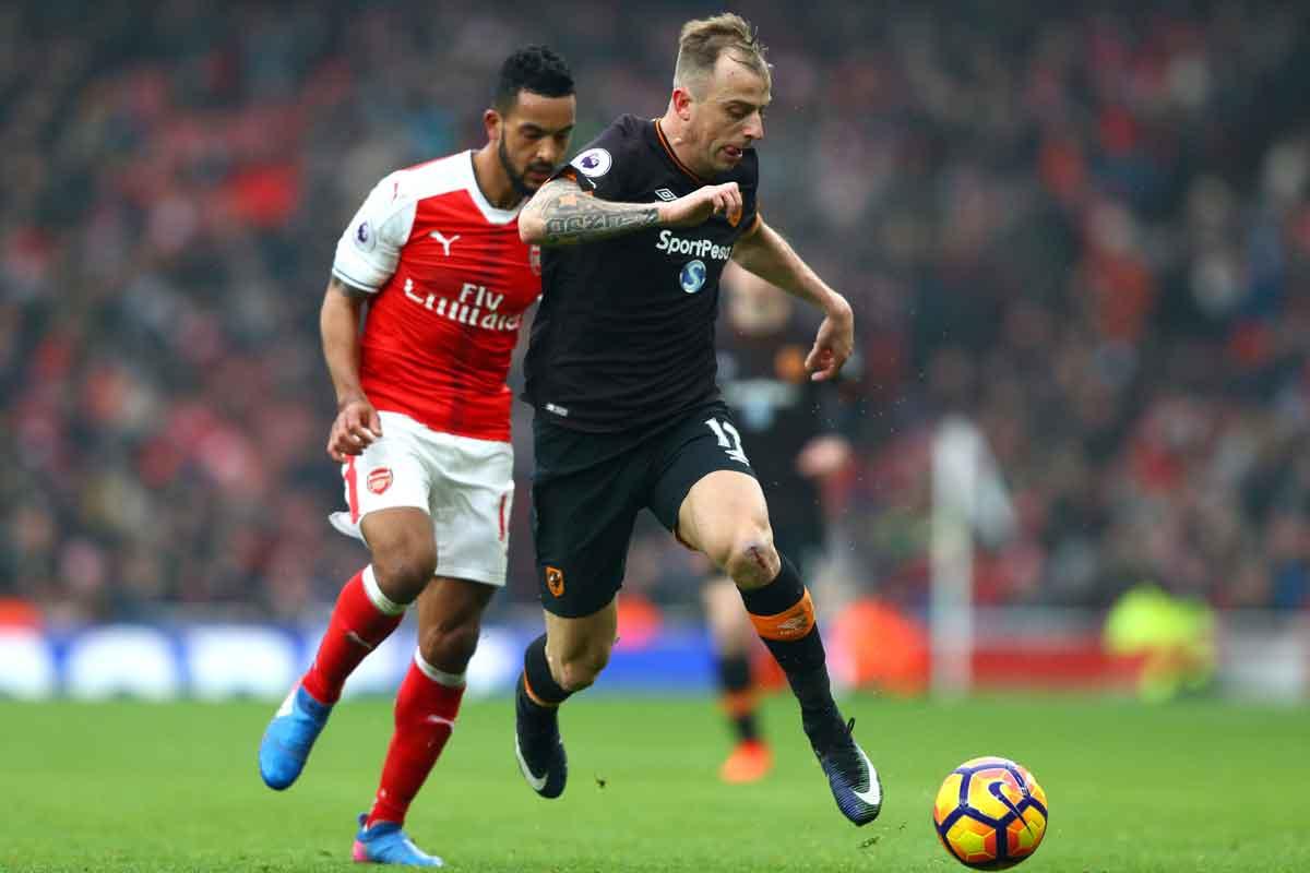 Theo Walcott and Kamil Grosicki go head-to-head in Arsenal v Hull